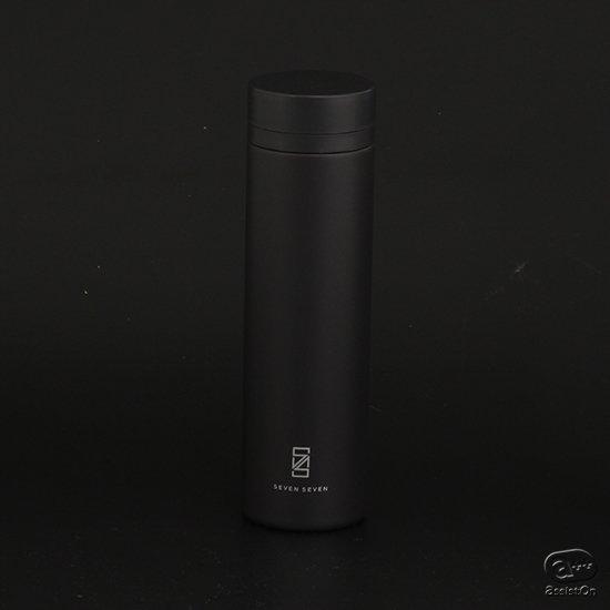 アシストオン先行販売の30本のみ、特別なオールブラックモデルです。直径5.5センチのスリムボディーに、保温・保冷性能を持たせた、日本製ボトル。