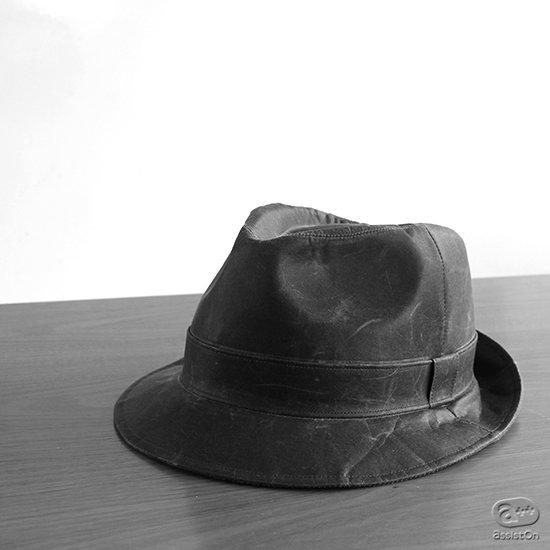 山梨の新しい和紙と、日本国内有数の高度な帽子職人の手によって作り上げました。オーソドックスなチロリアンハット、深澤直人デザイン。