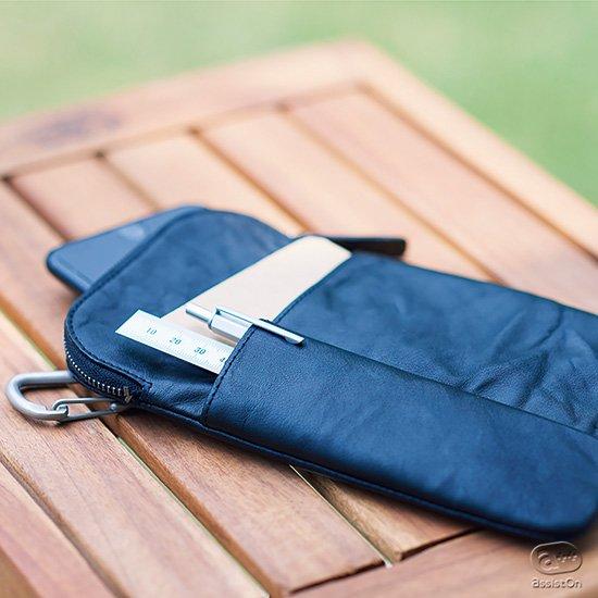 お仕事のための新バージョン、外ポケットとペンホルダーを追加しました。小物類をまとめて収納し、腰に装着できる、国産本革製の軽量ポーチ。