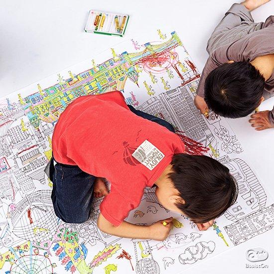 夏休みのご家庭に。お盆に帰ってくる小さな子供たちに。思いきり好きな色を塗って、線からはみ出して!子供たちに思うぞんぶん、塗り絵の楽しさを体験してもらうために、A4サイズの16倍、A0版の巨大ぬり絵をつくりました。