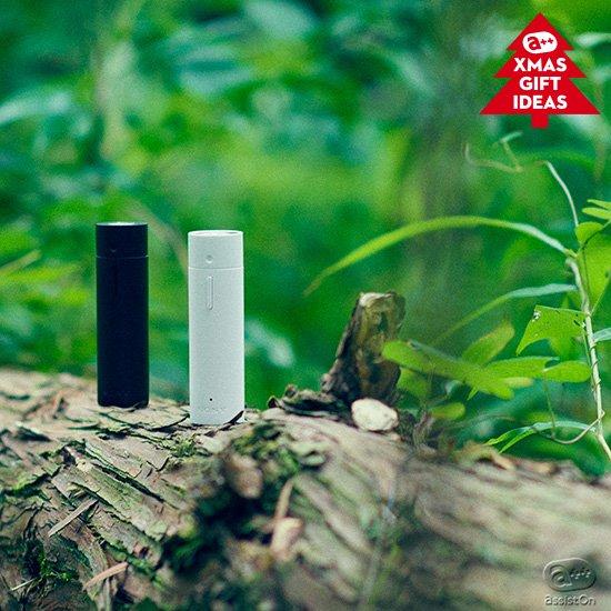 飛騨高山の大自然から生まれた「日本の森の香り」を追加。集中したい時、リラックスしたい時。手元で5つの香りを切り替えて、好きな場所で、自分だけに香ってくれる。新しいソニーの技術で「香りのウォークマン」ができました