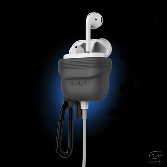 防水と防塵の国際規格に対応し、収納したままでの充電と、携帯のしやすさも完備。すべてのAirPodsユーザーにおすすめしたい専用ケース。