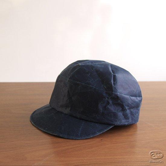山梨の新しい和紙と、日本国内有数の高度な帽子職人の手によって作り上げました。ボーイッシュなキャップ帽、深澤直人デザイン。