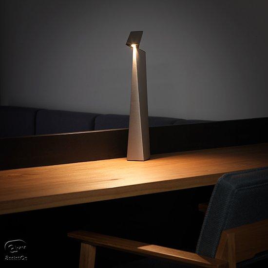 読書灯、書斎やベッドサイド、リビングで使うタスクライトの未来がここにあります。日本の最新・最高の技術を結集した、照明の新しい形。
