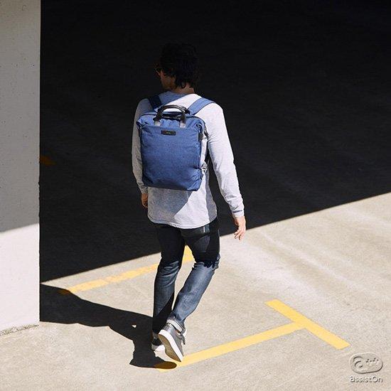 2018年夏の新色、インクブルーを追加。カジュアルな服装にも、そしてスーツ姿でも。リュックからトートに、容量の変更にも新しい機構を作り出した、Bellroyのバッグ。