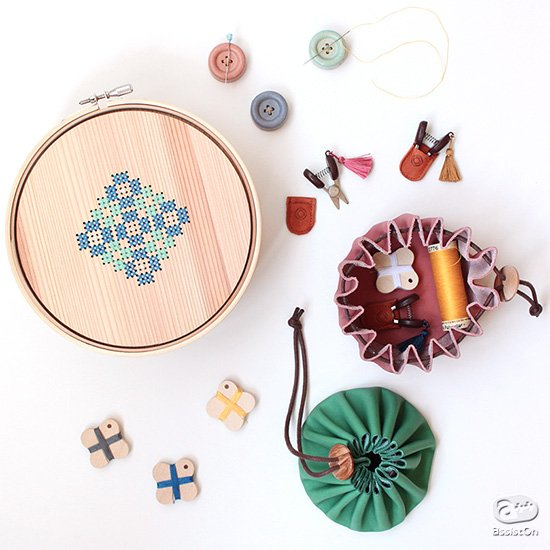 新アイテムを追加。手作業をもっと楽しく。品質の良い裁縫・ソーイング道具を求めて。日本橋の老舗メーカーが、日本各地のものづくりの現場と一緒に作りました。