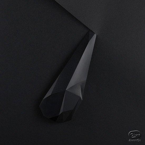 3万年以上前に日本に存在した当時の先端的道具「石器」を今の時代に。手に馴染んで美しい質感のあるペーパーナイフにしました。