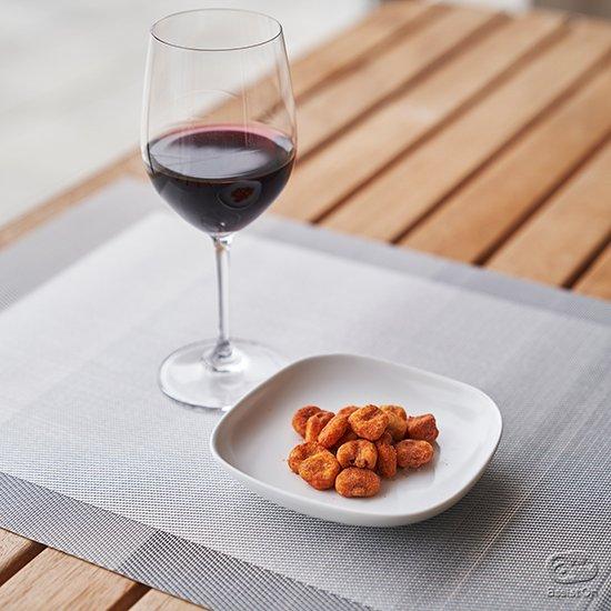 カリカリの歯ごたえが美味しいジャイアントコーンの食感と、ピリ辛のスパイス。そしてトマトの酸味と旨味のコンビネーションが美味しい!