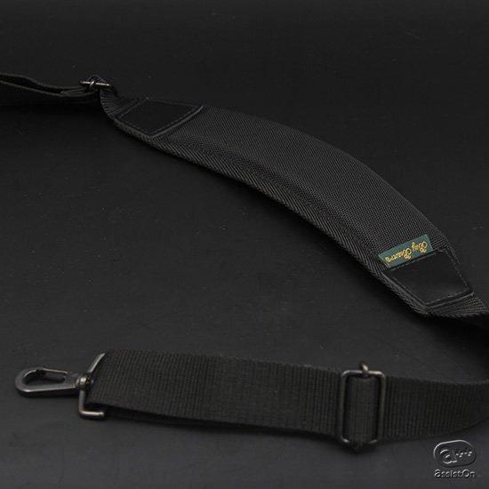BusyBeaverが作ったオリジナルのショルダーストラップ。同社のバッグはもちろん、一般的なバッグの交換用ストラップとしても使えます。