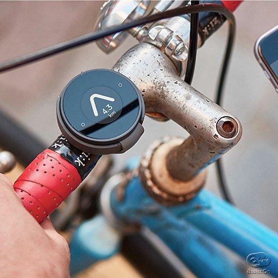 あなたの自転車をふたたび「冒険」の道具に。目的地へと導いてくれる、全く新しい電子デバイス。もうスマートフォンのナビの指示に縛られることはありません。