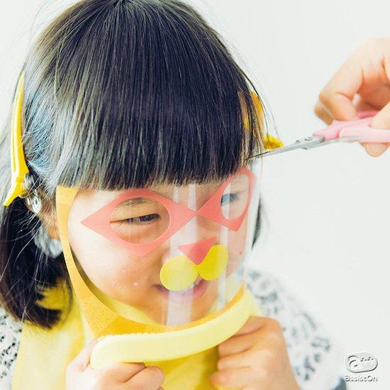 子どもと話しながら、安全で楽しい「前髪カット」を。プロの理美容師とデザイナーがパパ・ママの声を聞きながらつくりました。