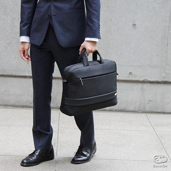 イタリアNAVA Designがビジネスマンのためにつくった、「ニューベイシック」と言えるブリーフケースができました。