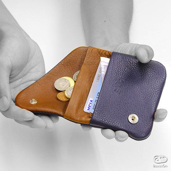 合理的で使いやすい。シンプルで飽きのこない。最高品質の天然素材だけを使い長持ちする。ドイツのクラフトマンシップが作り出した財布。