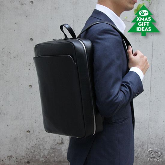 深澤直人とNAVA Designのコラボレーション。イタリアの高い品質の牛革を素材に使用した、ビジネスパーソンのためのバックパックです。
