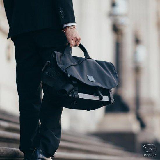 身体にしっかりフィットできる「メッセンジャーバッグ」のスタイルを最大限に生かし、ブリーフケース、トートバッグ、ボストンバッグの機能性を併せ持った新しいバッグ。