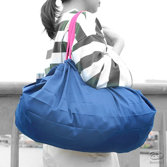 折りたたみ式ショッピングバッグの決定版です。たっぷりの容量、しっかりの耐荷重、そして瞬時に折りたたみができる使いやすさと持ちやすさ。