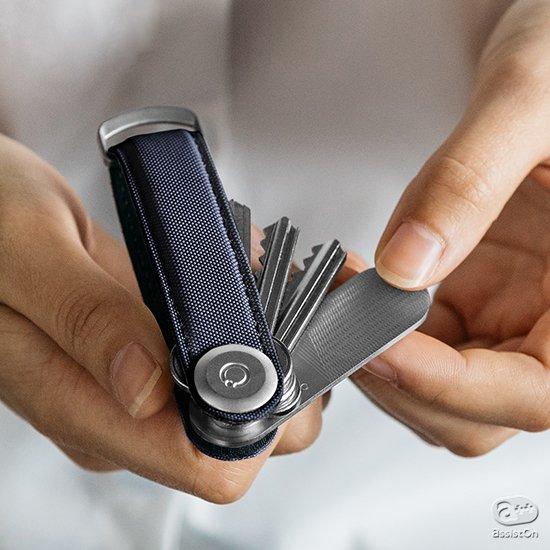人気のキーホルダー「orbitkey」に新しい仲間。本体に装着できる鏡&爪ヤスリツール。そして洗練された質感と優れた耐久性のNYLON素材モデル。