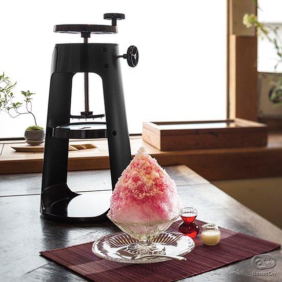 ふわふわ、雪のような「かき氷」ができる。刃物を作って110年、貝印がその技術を注ぎました、家庭で楽しめるプロ仕様のかき氷機。。